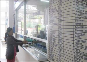 Người bệnh tuyến quận/huyện phải mua các thuốc đơn giản có trong danh mục BHYT.