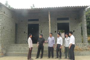 Với số tiền hỗ trợ của Nhà nước và sự giúp đỡ của người thân, gia đình ông Bùi Văn Đạn, xóm Ve, xã Đông Bắc (Kim Bôi) đã xây dựng được ngôi nhà mới rộng 42m2.