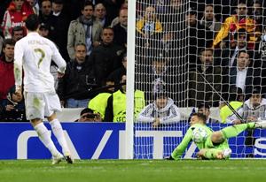 C. Ronaldo đá hỏng quả 11m đầu tiên của Real Madrid.