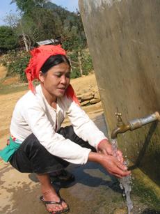 Người dân xã Bắc Sơn (Tân Lạc) được sử dụng nguồn nước sạch