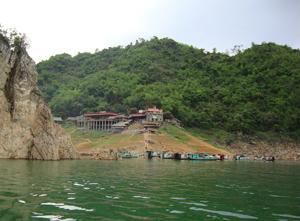 Khu di tích Đền Thác Bờ là một trong tổng thể quy hoạch chung của lòng hồ Hòa Bình.