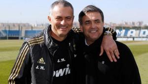 Huấn luyện viên Ricardo Formosinho (phải) trong một lần thăm Jose Mourinho ở câu lạc bộ Real Madrid.