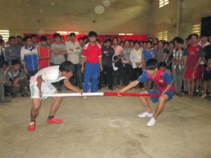 Các VĐV nam dưới 52kg tranh tại ở bộ môn đẩy gậy.