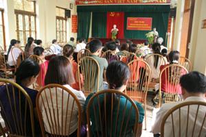 Các đại biểu tập trung thảo luận các chỉ tiêu và biện pháp triển khai công tác DS-KHHGĐ năm 2013.