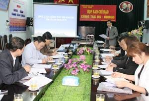 Đồng chí Bùi Văn Cửu, Phó Chủ tịch TT UBND tỉnh, Trưởng BCĐ công tác DS-KHHGĐ công tác DS-KHHGĐ phát biểu tại hội nghị.