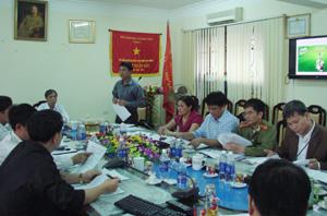 Các thành viên Ban chỉ đạo, BTC thảo luận về kế hoạch tổ chức Giải bóng đá HKPĐ học sinh tiểu học-THCS toàn quốc khu vực I-năm 2013.