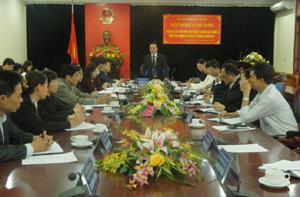 Đồng chí Lưu Viết Tĩnh, Giám đốc BHXH tỉnh phát biểu tại hội nghị trực tuyến.