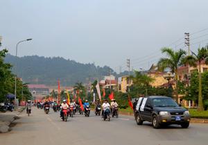 Diễu hành hưởng ứng Tháng hành động vì chất lượng vệ sinh ATTP năm 2013 tại TP Hòa Bình.