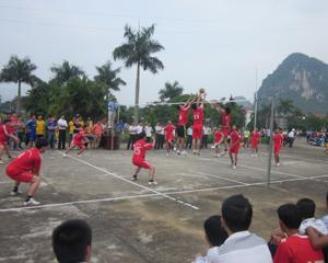 Một trận thi đấu bóng chuyền nam được đánh giá chất lượng cao tại giải giữa đội Thung Nai và Tân Phong.