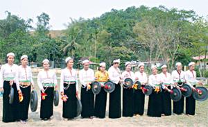 Phụ nữ xã Phú Minh (Kỳ Sơn) chú trọng bảo tồn cồng chiêng và các làn điệu dân ca Mường.