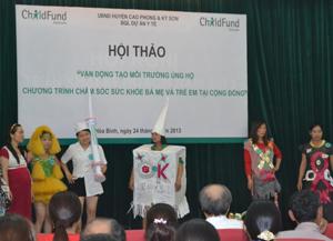 Học sinh trường THCS xã Xuân Phong với tiết mục truyền thông tại hội thảo.