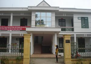 Trạm y tế thị trấn Đà Bắc dù mới được xây xong nhưng không đủ số phòng theo chuẩn quốc gia giai đoạn 2011-2020.