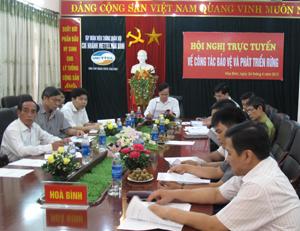 Các đại biểu tham dự hội nghị tại điểm cầu tỉnh Hoà Bình.