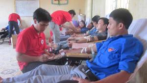 ĐVTN huyện Lương Sơn trong ngày hội thanh niên hiến máu tình nguyện đợt 1.