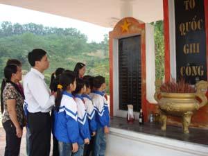 Học tập và làm theo tấm gương đạo đức Hồ Chí Minh, Đảng bộ xã Thu Phong (Cao Phong) luôn quan tâm giáo dục truyền thống cách mạng, lòng yêu nước cho thế hệ trẻ.