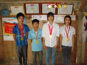 Một số VĐV ở Địch Giáo (Tân lạc) đã đoạt giả HCV môn bơi lội tại Hội khỏe Phù Đổng toàn quốc khu vực I năm 2012 tại Phú Thọ.