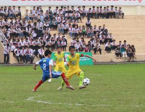 Một trận đấu giữa 2 đội tiểu học Hoà Bình và Lạng Sơn.