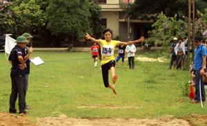 Hàng năm, xã Yên Trị đều tham gia 100% giải thể thao do huyện tổ chức. Ảnh: Giải điền kinh vô địch huyện Yên Thủy năm 2013.