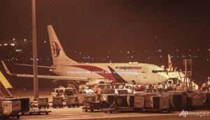 Chiếc máy bay mang số hiệu MH192 tại sân bay Kuala Lumpur sau khi hạ cánh an toàn (ảnh: AP)