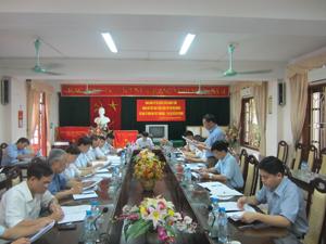 Lãnh đạo Sở xây dựng báo cáo đoàn giám sát kết quả giai đoạn I về chính sách hỗ trợ hộ nghèo về nhà ở trên địa bàn tỉnh.