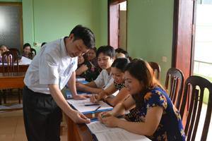 Trung tâm YTDP tỉnh tập huấn tiêm vắc xin cho cán bộ tiêm chủng trạm y tế các xã, thị trấn.