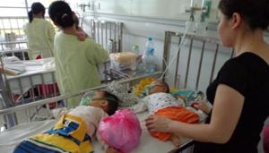 Bệnh nhi điều trị sởi tại khoa Truyền nhiễm - BV Nhi T.Ư.