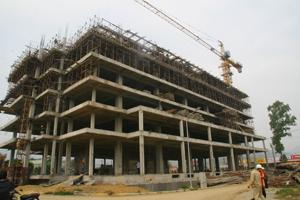 Dự án nhà ở xã hội do Công ty CP thương mại Dạ Hợp làm chủ đầu tư tại trung tâm thương mại bờ trái sông Đà (TP Hòa Bình) đang được triển khai xây dựng.