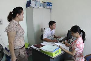 Bảo hiểm xã hội TPHB giải quyết việc đóng BHXH cho người lao động của doanh nghiệp trên địa bàn.