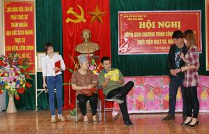 ĐV-TN xã Tân Thành trình diễn tiểu phẩm tuyên truyền về tác hại của ma tuý .