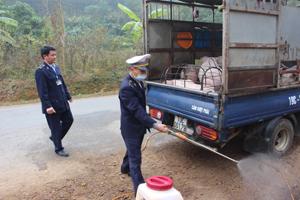 Thông qua hoạt động chốt kiểm dịch xã Yên Mông, việc vận chuyển gia súc từ ngoài vào thành phố Hòa Bình được kiểm soát chặt.