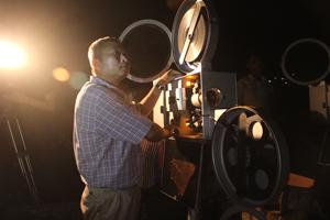 Trong dịp cả nước hướng về các ngày lễ lớn trong năm, Đội chiếu bóng lưu động của Trung tâm Văn hóa - Điện ảnh và Du lịch tỉnh hưởng ứng bằng những buổi chiếu phim lịch sử ý nghĩa tại các xã vùng xâu, xa của tỉnh.