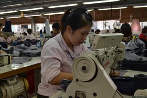 Đinh Thị Thanh Thủy, công nhân xuất sắc công ty may Seyuong INC (KCN Lương Sơn).