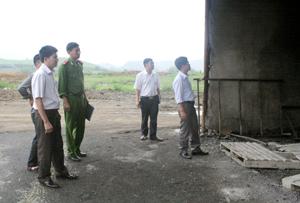 Đoàn kiểm tra thực tế tại xưởng sản xuất tinh bột sắn của Công ty.