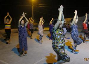 Một buổi tập của CLB dưỡng sinh liên tổ phường Phương Lâm (TPHB).