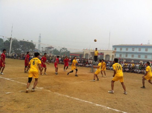 Giải vô địch bóng chuyền huyện Lương Sơn năm 2015 thu hút gần 100% đội xã, thị trấn thiam gia.
