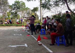Các VĐV tham gia thi đấu ở nội dung cá nhân nữ đứng bắn nỏ.