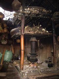 Viếng đồ chõ bằng cây hương hiện vẫn còn được nhiều gia đình người Mường sử dụng.