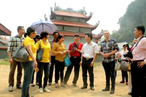 Huyện Cao Phong giới thiệu các điểm du lịch với các công ty lữ hành và bạn bè quốc tế.