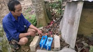 Để có nước sạch sinh hoạt, hộ ông Bùi Văn Nhựn, xóm Chất, xã Phú Lương (Lạc Sơn) đã phải chi 1 triệu đồng, một khoản tiền không nhỏ đối với gia đình ông cũng như người dân trong xóm.