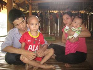 Gia đình anh Công rất khó khăn trong khi căn bệnh ung thư máu mà cháu Thức mắc phải cần phải điều trị liên tục và rất tốn kém. Gia đình họ đang rất cần sự giúp đỡ của cộng đồng.