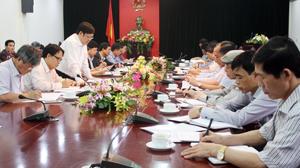 Đồng chí Nguyễn Viết Tiến, Thứ trưởng Bộ Y tế phát biểu tại buổi làm việc.