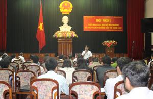 Giới thiệu Luật BVMT tới các đại biểu.