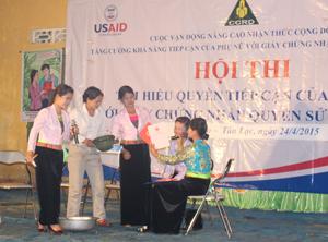 Tiểu phẩm truyền thông sổ đỏ 2 tên của đội Nông dân xã Địch Giáo được đánh giá xuất sắc.