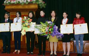 """Những điển hình tiên tiến trong phong trào """"Lao động giỏi - lao động sáng tạo"""" được nhận bằng khen tại cuộc thi Sáng tạo khoa học kỹ thuật do Hiệp hội KH -KT tỉnh tổ chức."""
