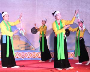 Đội văn nghệ xóm Tre Thị, xã Trung Bì (Kim Bôi) thường xuyên luyện tập,   tham gia hội diễn văn nghệ do huyện tổ chức.