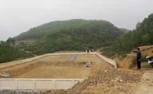 Do một số vấn đề vướng mắc nên bãi rác mới được xây dựng thay thế bãi rác trước đây vẫn chưa được sử dụng.