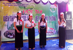 Phần thi chào hỏi của các đội tại hội thi.