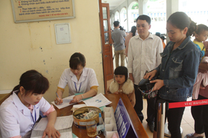 Triển khai việc thông tuyến khám chữa bệnh, Bệnh viện đa khoa huyện Kim Bôi nỗ lực hết lòng vì bệnh nhân