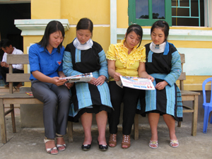 ĐV-TN xã Pà Cò (Mai Châu) nâng cao hiểu biết pháp luật thông qua hệ thống sách, báo.