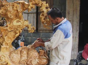 Phát huy tiềm năng và tay nghề của người dân, Đảng bộ xã Phú Thành (Lạc Thủy) triển khai thành công nghị quyết xây dựng làng nghề đá mỹ nghệ trên địa bàn.